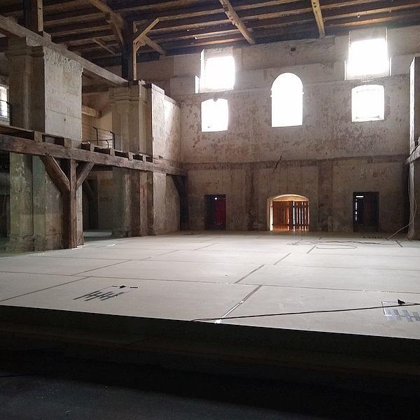 Erfurter Peterskirche: Chor mit Bühne in der Bauphase